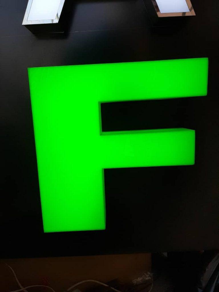 حروف برجسته ی تمام پلکسی